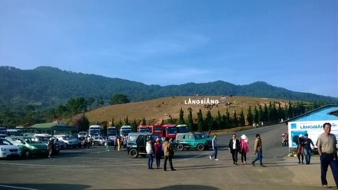 Mot Da Lat tuyet dep cua rieng toi hinh anh 9 Đến Đà Lạt rồi, sao có thể không chinh phục Lang Biang được nhỉ? Bạn có thể chinh phục bằng cách tản bộ hoặc xe jeep.