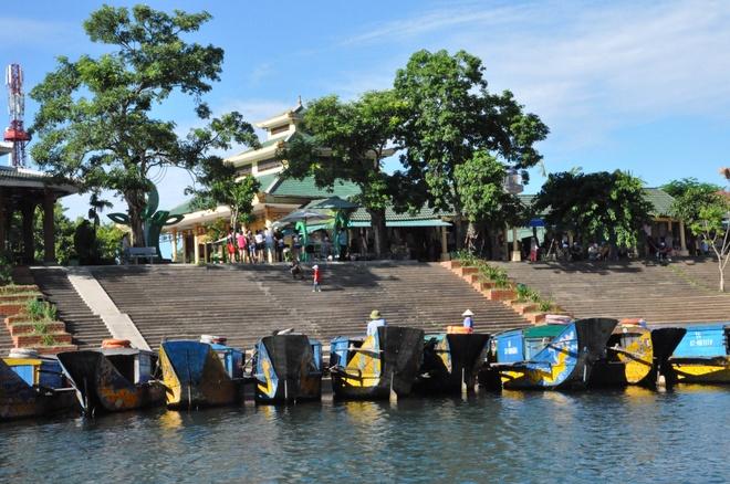 Bach Dong Danh Lam - Xin net hoang so con mai hinh anh 1 Bến thuyền vào Động Phong Nha.