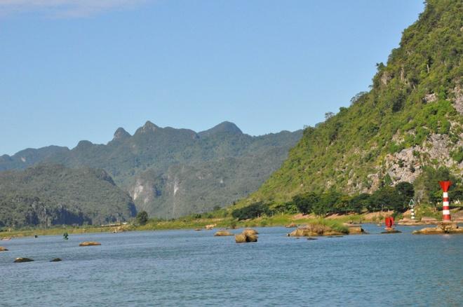 Bach Dong Danh Lam - Xin net hoang so con mai hinh anh 2 Đường vào Phong Nha.