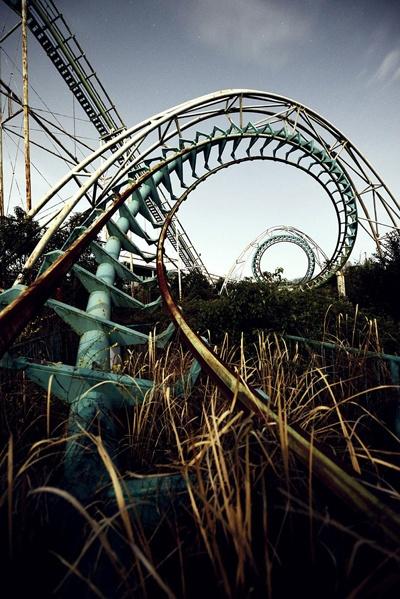 Công viên Nara Dreamland nằm tại xứ sở mặt trời mọc, từng được mở cửa vào năm 1961, được xây dựng theo cảm hứng từ Disneyland. Nhưng đến năm 2006, nơi này bất ngờ bị đóng cửa. Hiện nay, Nara Dreamland lại trở thành điểm đến nổi tiếng, thu hút các du khách tò mò và những nhà nghiên cứu đô thị, bất chấp an ninh được siết khá chặt chẽ. Nhiều người tới đây đã bị xử phạt, nhưng vẫn không làm giảm sức hút khám phá với họ.