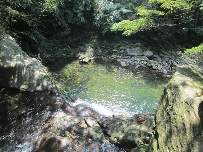 Tim loi di kho de hoa minh vao thien nhien o Vuon Bach Ma hinh anh 4 Một trong năm hồ tại vườn Quốc Gia Bạch Mã.