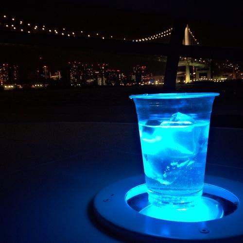 8 bar la nhat the gioi hinh anh 8 Bar nổi Jicco, Tokyo, Nhật Bản: Tối ra đường phố Tokyo chơi, bar nổi Jicco chắc chắn sẽ là một trong những lựa chọn đầu tiên của du khách. Bar mở cửa vào tối thứ Năm, Sáu, Bảy hằng tuần. Bar nằm trên một phi thuyền siêu hiện đại, ngồi trong bar mà như thể đang trong vũ trụ. Và một sàn nhảy với các thể loại DJ thịnh hành nữa. Đảm bảo bạn sẽ thích mê.