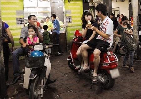 Phong cach Viet Nam la an tren xe may! hinh anh