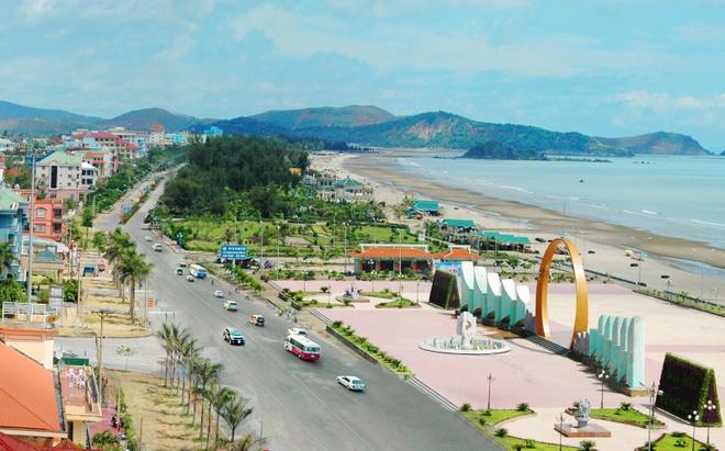 Những bãi biển đẹp mà du khách có thể ghé thăm có thể kể tên như bãi Quỳnh, bãi Lữ, Diễn Thành … hay bãi biển Cửa Lò, một trong những bãi biển đẹp nhất của khu vực Bắc Trung Bộ.
