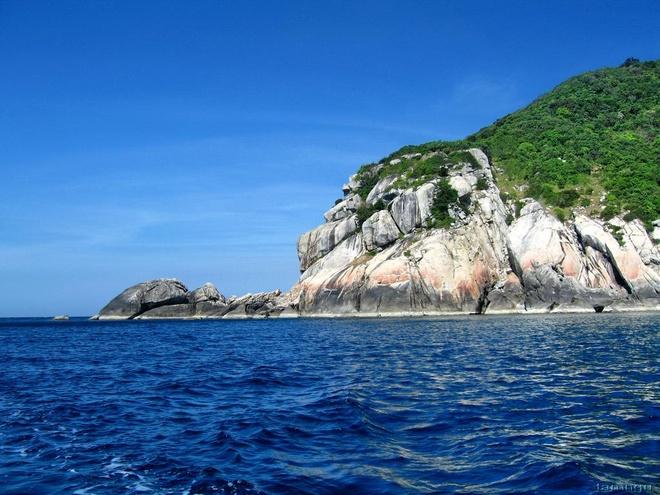 Bãi biển Cửa Đại là một bãi tắm rất đẹp và lãng mạn, ngoài ra du khách cũng không nên bỏ qua bãi biển An Bàng, hay tham quan tắm biển tại bán đảo Cù Lao Chàm. Ảnh: Cù Lao Chàm - Cacbaibiendep.