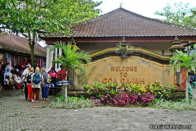 5 ngoi den an tuong can kham pha trong chuyen du lich Bali hinh anh 9 Goa Gajah được tổ chức Unesco công nhận là di sản văn hoá thế giới vào năm 1995 bởi lối kiến trúc độc đáo cùng tín ngưỡng tôn giáo linh thiêng.