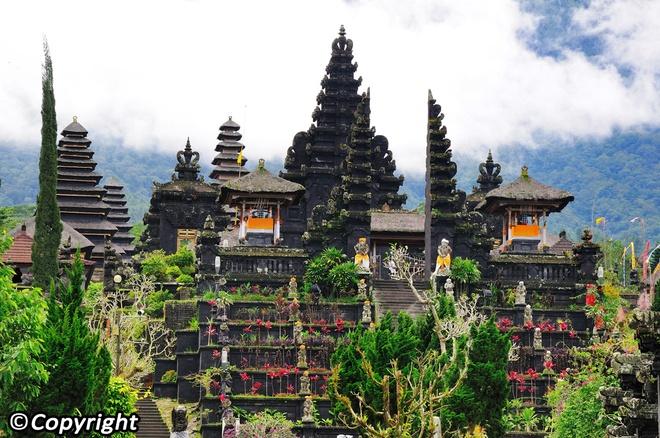 5 ngoi den an tuong can kham pha trong chuyen du lich Bali hinh anh