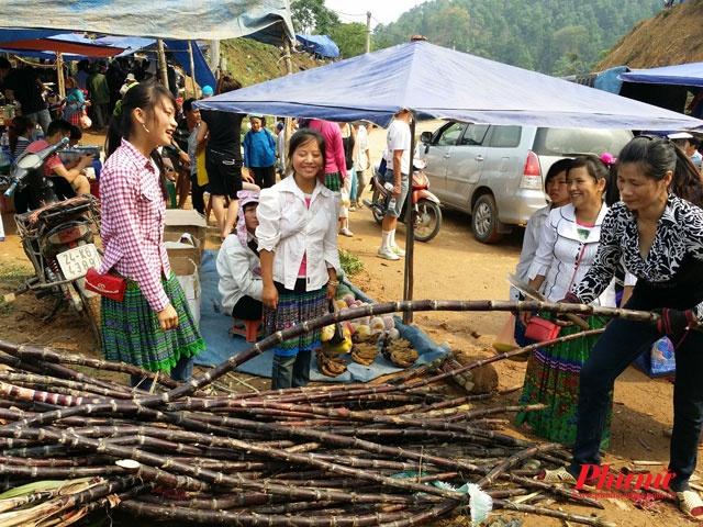 Nằm ở độ cao gần 3000m so với mặt nước biển, chợ phiên Cốc Ly là điểm đến không thể bỏ qua của những ai ưa khám phá và yêu thích thiên nhiên. Chợ cách Lào Cai khoảng 60km, thuộc xã Cốc Ly, huyện Bắc Hà, là nơi sinh sống của các dân tộc thiểu số vùng cao Tây Bắc như Mông Hoa , Mông Đỏ, Nùng, Dao Đen…  Chợ Cốc Ly là điểm đến yêu thích của du khách nước ngoài khi đến với Lào Cai, nhưng vẫn là điểm đến mới đối với nhiều du khách trong nước. Chợ họp vào thứ 3 hàng tuần, là một trong số ít chợ phiên còn giữ được nét hoang sơ như thuở mới lập chợ.
