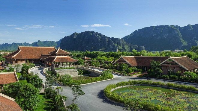 Nhung khu nghi duong sang trong giua nui rung cua Viet Nam hinh anh 7 Emeralda Resort, Ninh Bình: Khu nghỉ dưỡng sinh thái Emeralda Resort nằm giữa một quần thể thiên nhiên kề bên khu bảo tồn ngập nước Vân Long với phong cảnh sơn thủy hữu tình. Ảnh: Emeraldagroup.