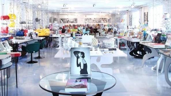 Corso Como Bookshop, Milan: Nhà sách Corso Como Bookshop, Milan, Italy, nơi có những góc riêng dành cho sách về nghệ thuật và thiết kế, mỗi góc có phong cách phù hợp theo chức năng của mình.
