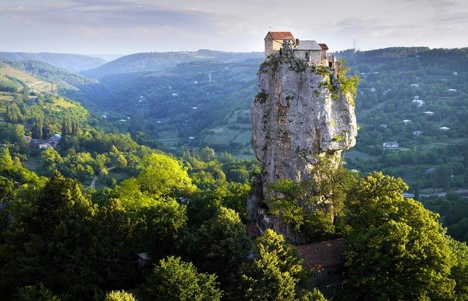 Trụ cột Katskhi, Gruzia