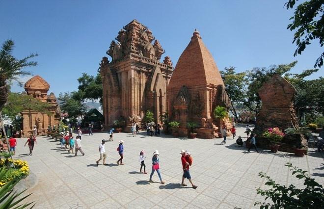Du lich Nha Trang vui ve, an toan va re hinh anh 3 Tháp Bà Pornaga thu hút đông du khách. Ảnh: Văn Thành Châu.
