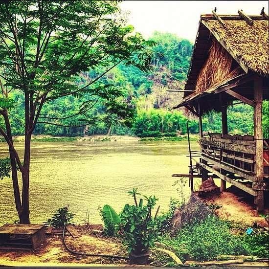 Nhung trai nghiem du lich ban nen thu mot lan trong doi hinh anh 10 Đi thuyền trên sông Mekong, Lào. Ảnh: Popsugar.