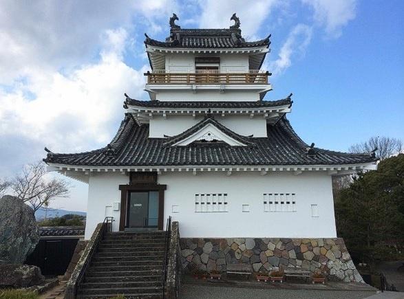 Nhung ngoi lang samurai bi an cua Nhat Ban hinh anh 11 Hình ảnh chụp lâu đài Kitsuki, lâu đài nhỏ nhất tại Nhật Bản, mặt trước của lâu đài nhìn ra vịnh Seto.