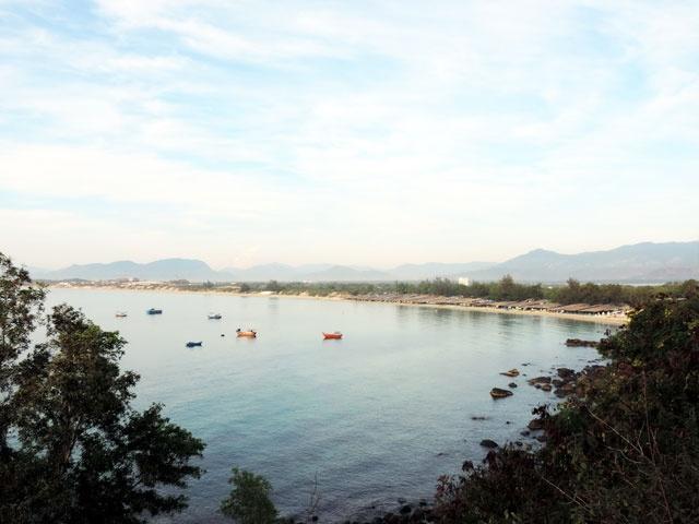 Kham pha ve dep hoang so cua Bai Dai o Nha Trang hinh anh 2 Bãi Dài nhìn từ đèo Cù Hin.
