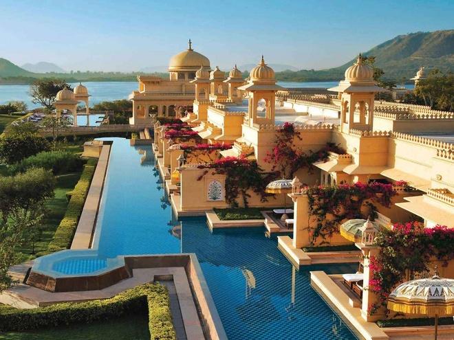The Oberoi Udaivilas, Udaipur, Ấn Độ: Hồ bơi rất rộng rãi và thoáng đãng, du khách có thể bơi trực tiếp từ phòng riêng của họ ra bể bơi chính ở bên ngoài.