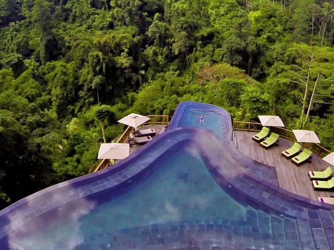Vườn treo ở Ubud, Indonesia: Du khách sẽ có cảm giác như ở trên thiên đường khi ngâm mình trong khu hồ bơi bao gồm nhiều lớp, với quang cảnh rừng nguyên sinh tuyệt đẹp bao quanh.
