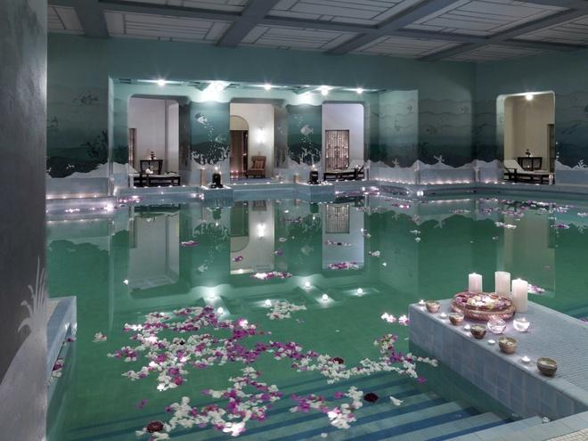 Zodiac Pool, Umaid Bhawan Palace, Jodhpur, Ấn Độ: Đây là khu hồ bơi tuyệt đẹp nằm bên dưới lòng đất, trước đây vốn là một hầm trú ẩn lớn nhất thế giới trong giai đoạn Chiến Tranh Thế Giới thứ 2.