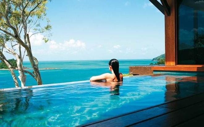 2. Qualia Resort: Nằm trên đảo Hamilton ở Australia, hồ bơi tại Qualia là địa điểm có phong cảnh mê hoặc ở Great Barrier Reef.