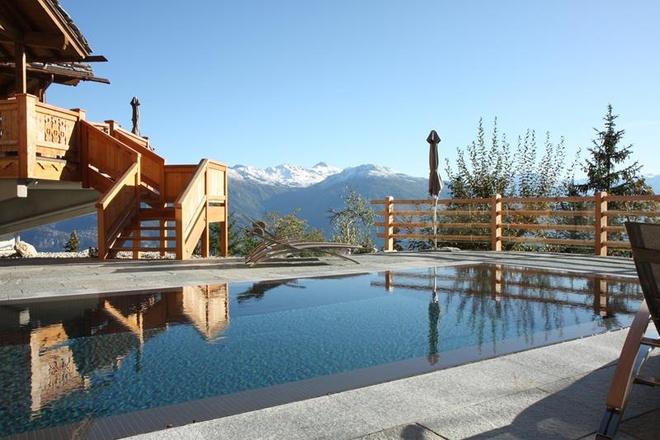 4. Hồ bơi Spa tại LeCrans: Hồ bơi này nằm ở Crans Montana, Thụy Sĩ, ở đây bạn sẽ tận hưởng những cảnh quan tuyệt đẹp của các đỉnh núi xung quanh.