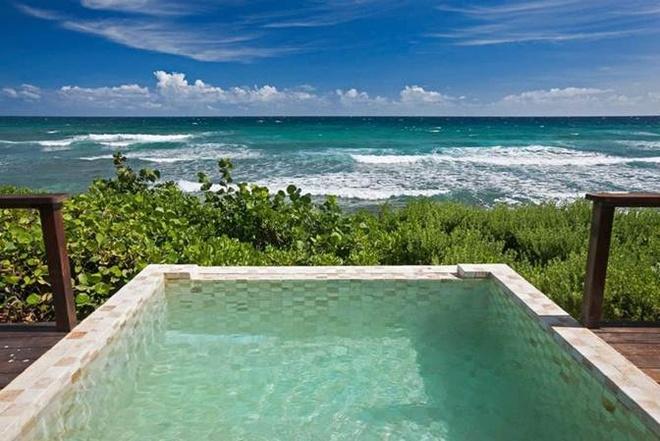 6. Bể bơi tại Biras Creek Hotel: Nằm trong vẻ đẹp của đại dương, bể bơi có phong cảnh bao quát toàn bộ quần đảo British Virgin.