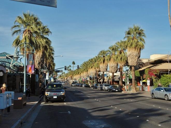 10 thanh pho duoc yeu thich nhat cua nuoc My hinh anh 16 Palm Springs: Palm Springs là một thành phố sa mạc ở quận Riverside County, California. Tuy gắn liền với sa mạc, nhưng thành phố lại là một khu nghỉ mát nổi tiếng của giới thượng lưu Mỹ, bởi phong cảnh đẹp như trong tranh. Ảnh: Loveyourrv.com.