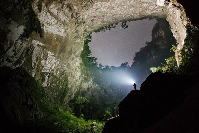 Tour du lich tham hiem, chinh phuc Son Doong dang kin cho hinh anh 1 Đêm ở vườn Edam trong hang Sơn Đoòng. Nguồn: Ryan Deboodt.