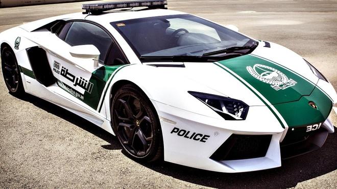 Nhung buc anh 'Chi co the la Dubai' hinh anh 18 Lực lượng cảnh sát cùng dàn xế hộp siêu khủng, với những chiếc xe có giá trị lên đến hàng triệu USD.