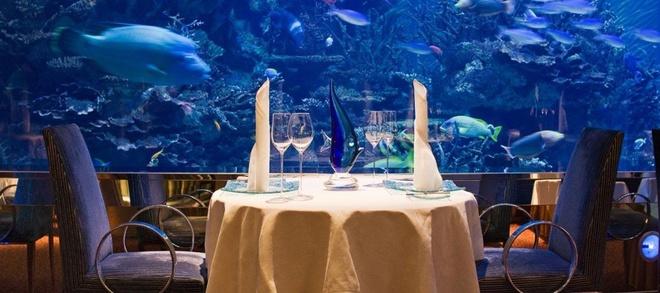 Nhung buc anh 'Chi co the la Dubai' hinh anh 9 Hay thưởng thức bữa tối lãng mạn trong nhà hàng dưới lòng đại dương.