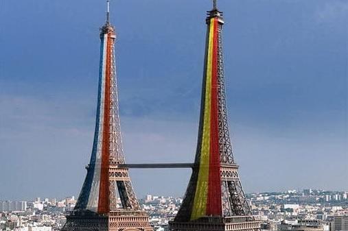 Thap Eiffel se co em gai sinh doi? hinh anh