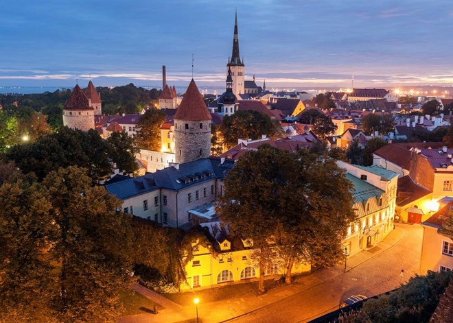 Top 10 thanh pho du lich co gia re nhat chau Au hinh anh 9 9. Tallinn, Estonia: Khu phố cổ này đã được UNESCO công nhận là di sản thế giới, với nền văn hóa lai giữa Nga và Scandinavia, là một nơi hấp dẫn dành cho những người muốn đi bộ tham quan thành phố.