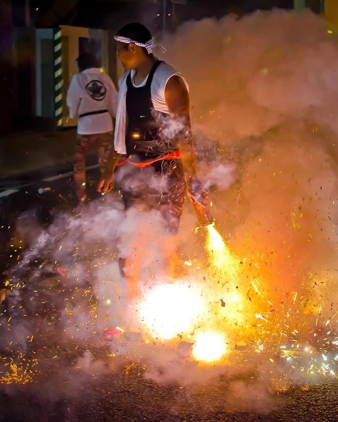 Lễ hội Shoro ở Nagashi: Trong 3 ngày giữa tháng 8, người dân Nagashi sẽ thắp hương, chăng đèn lồng, và đốt hàng ngàn bánh pháo để chào đón người thân, tổ tiên trở về từ thế giới bên kia.