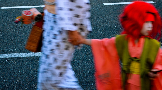 Đây là một trong những lễ hội thường niên lớn nhất của Nhật Bản, diễn ra tại Tokyo vào tháng bảy. Trong 3 đêm diễn ra lễ hội, khu thương mại trung tâm của Tokyo sẽ được dành riêng cho những người đi bộ tham gia, trong đó người dân và du khách mặc những áo choàng yukata đầy màu sắc để tham gia bữa đại tiệc ẩm thực.