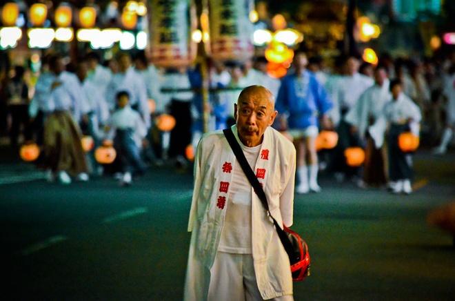 Vào ban ngày, các kiệu chạm trổ được trang trí tinh vi, sẽ được diễu hành qua các con phố lớn của Tokyo. Ngoài các cuộc diễu hành lớn trên, lễ hội Gion Matsuri còn có rất nhiều hoạt động và đêm hội sôi nổi được tổ chức như: Đêm hội yoiyoiyoiyam, đêm hội yoiyoiyama, đêm hội yoiyama…