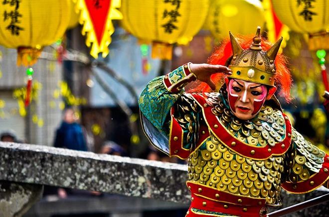 Lantern (Tết nguyên đán của người Châu Á): Người Nhật chịu ảnh hưởng theo văn hóa phương Tây từ lâu, nên họ đón tết nguyên đán theo lịch dương, từ 25/12 đến 15/1.