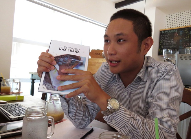 5 chang ngoai quoc lam tap chi Discover Nha Trang hinh anh 2 Trưởng ban biên tập tạp chí Discover Nha Trang, anh Allister Esguerra. Ảnh: DUY THANH.