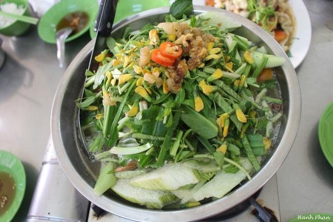 Hai ngay kham pha non xanh nuoc biec An Giang hinh anh 3 Món canh chua cá bông lau ở An Giang.