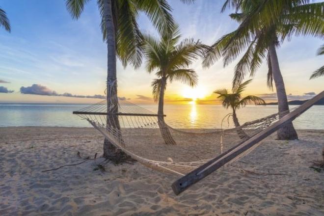 10 noi to chuc dam cuoi bai bien tuyet dep tren the gioi hinh anh 1 1. Fiji  Với hơn 333 hòn đảo tràn ngập nắng vàng, quần đảo Fiji được xem như một thiên đường biển đảo, thích hợp cho các cặp uyên ương tổ chức đám cưới.  Những khách sạn sang trọng ở Fiji thì không còn gì hoàn hảo hơn nữa. Họ có thể sắp xếp mọi thứ cho bạn, từ những ly rượu thơm nồng để thưởng thức giữa ban trưa cho đến những lời nguyện cầu lúc hoàng hôn.