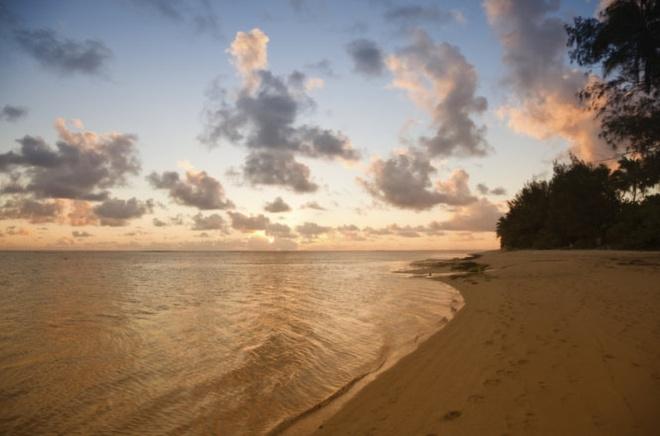 10 noi to chuc dam cuoi bai bien tuyet dep tren the gioi hinh anh 3 3. Rarotonga  Nằm ở trung tâm quần đảo Cook, đảo ngọc bé nhỏ Rarotonga được mẹ thiên nhiên ưu ái ban tặng những vùng nước xanh trong như ngọc bích từ biển Nam Thái Bình Dương.  Điều này thật hoàn hảo cho chuyến tham quan của bạn, đặc biệt giữ cho bạn và người ấy sự hài lòng và tự tin trong đám cưới của mình.