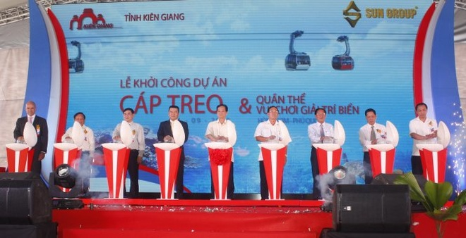 Khoi cong cap treo Hon Thom - Phu Quoc dai nhat the gioi hinh anh 1 Thủ tướng và lãnh đạo tỉnh Kiên Giang phát lệnh khởi công dự án. Ảnh: Duy Khánh.