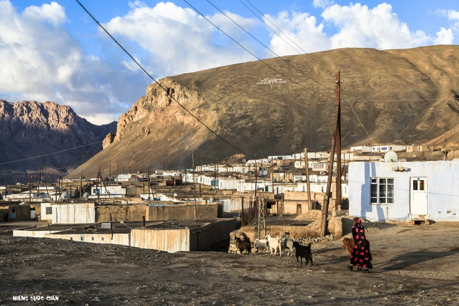 Trang dem bang duong deo o Trung A hinh anh 2 Người dân Pamir thân thiện với những công việc hằng ngày ở thị trấn Murghab.