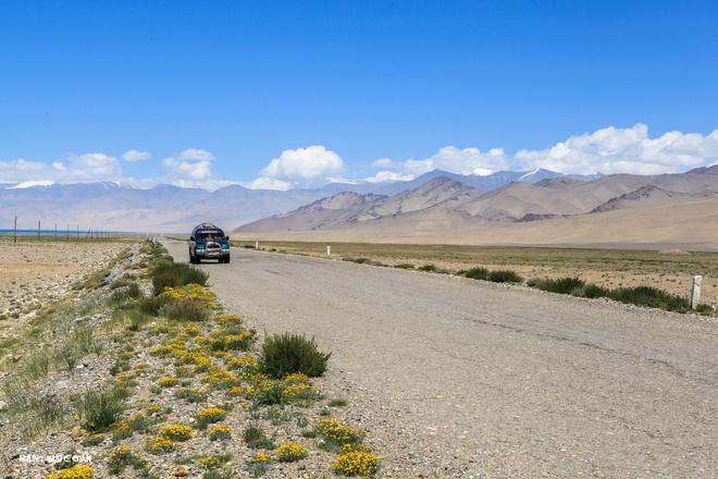 Trang dem bang duong deo o Trung A hinh anh 3 Cung Pamir trên nóc nhà thế giới, phía xa là hồ nước Karakul và đỉnh Lenin huyền thoại.