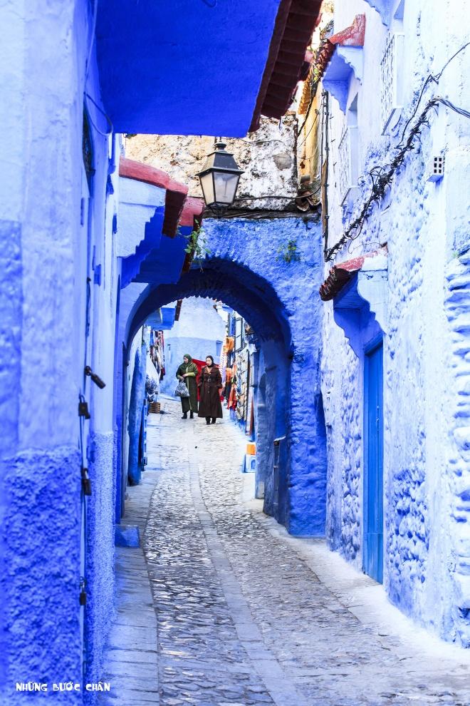 4 khu pho co doc dao nhat Morocco hinh anh 3 Chefchaouen: Medina ở Chefchaouen là khu phố cổ độc đáo nhất thế giới bởi màu xanh quyến rũ, ma mị của những ngôi nhà của những người Do Thái định cư từ những năm 30 của thế kỷ trước. Ngày nay, toàn khu phố được sơn một màu xanh dương tuyệt đẹp, nhất là dưới ánh bình minh.