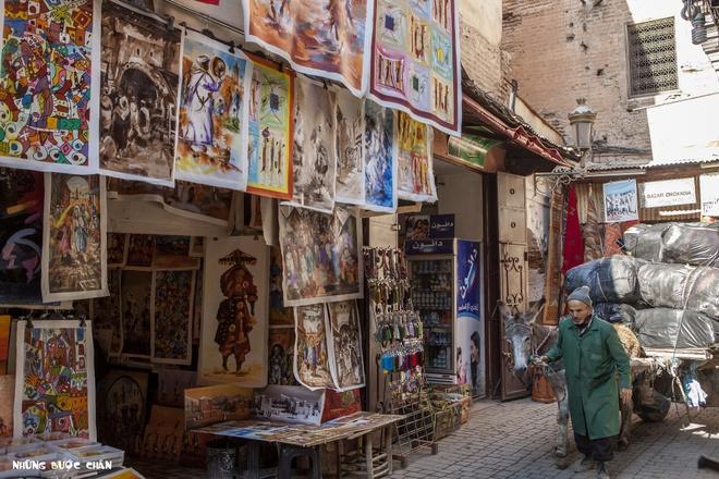 4 khu pho co doc dao nhat Morocco hinh anh 7 Marrakech: Medina ở Marrakech luôn là điểm đến du lịch hàng đầu khi đến thăm Ma Rốc. Thông thường du khách sẽ chọn khách sạn nằm trong khu vực Medina được bao bọc 9 km tường thành với những khu chợ mua bán sầm uất thâu đêm suốt sáng.