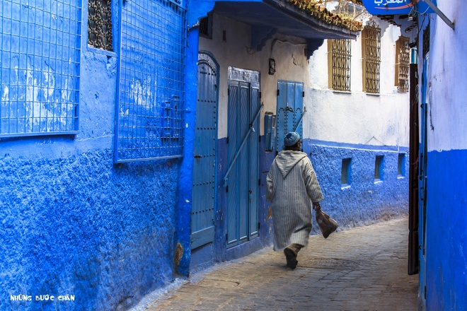 4 khu pho co doc dao nhat Morocco hinh anh 4 Cả thành phố này được nhuộm một màu xanh. Khi nhìn vào màu sắc này, người dân ở đây sẽ nghĩ tới màu da trời, nơi có thượng đế trên thiên đường đang ngự trị. Medina ở Chefchaouen ngày nay là một điểm không thể bỏ qua của du khách khi du lịch Ma Rốc.