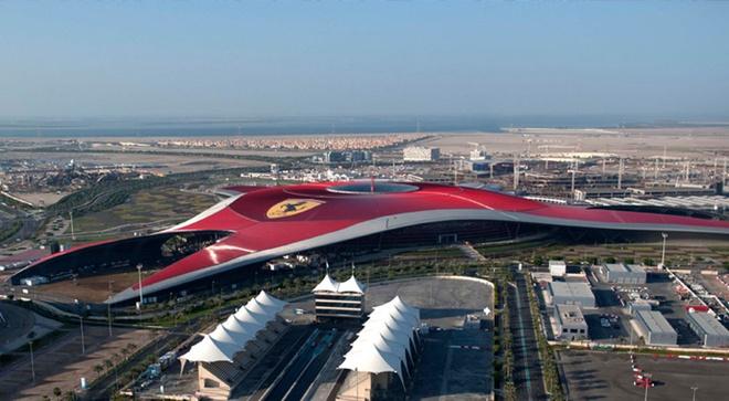 Tour tron goi kham pha ve dep Abu Dhabi - Dubai hinh anh 3 Ferrari World. Ảnh: Motortrend.com.
