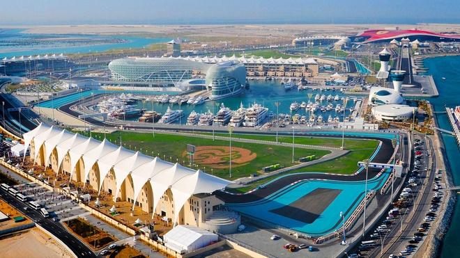 Tour tron goi kham pha ve dep Abu Dhabi - Dubai hinh anh 2 Ngày 2. Abu Dhabi – Dubai: Buổi sáng bạn sẽ được xe đón tới tham quan Dates Market nơi buôn bán các mặt hàng nông sản truyền thống địa phương, sau đó tới tham quan công viên Ferrari World – công viên vui chơi giải trí trong nhà lớn nhất thế giới, nằm trên đảo Yas ở Abu Dhabi. Đây cũng là nơi sẽ cho bạn thử cảm giác Formula Rossa - tàu lượn siêu tốc nhanh nhất thế giới. Ảnh: Cheapvacationholiday.com.