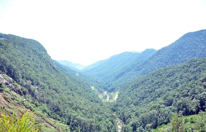 Khung cảnh nhìn từ đèo Hòn Giao ở độ cao 1.500m.