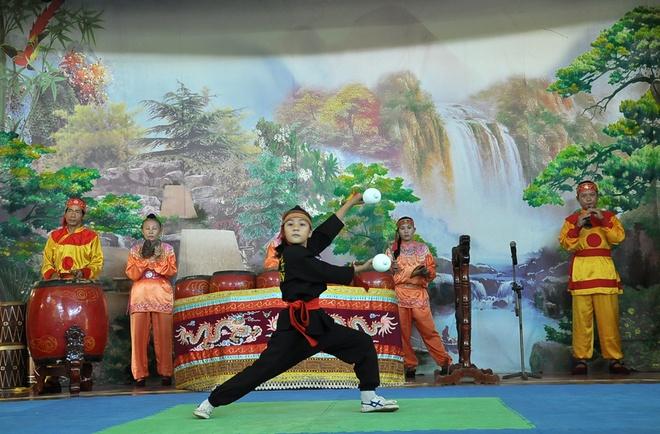 Xem múa võ – đặc sản đất Tây Sơn.