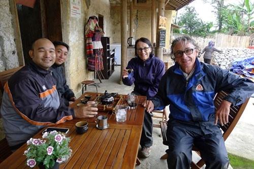 Thuong thuc ca phe noi dia dau To quoc hinh anh 1 Quán cà phê của người Lô Lô, bản Lô Lô Chải dưới chân núi Long Sơn, nơi có cột cờ Lũng Cú.